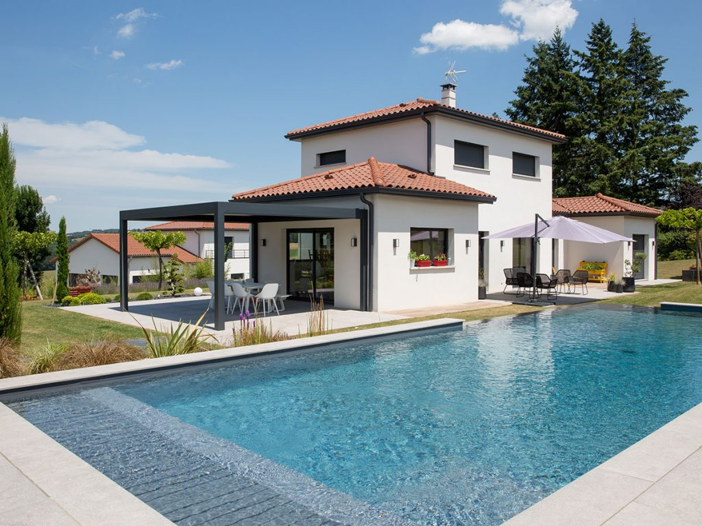 Aménagement de jardin - 2 terrasses, mise en place d'une pergola et réalisation d'une piscine