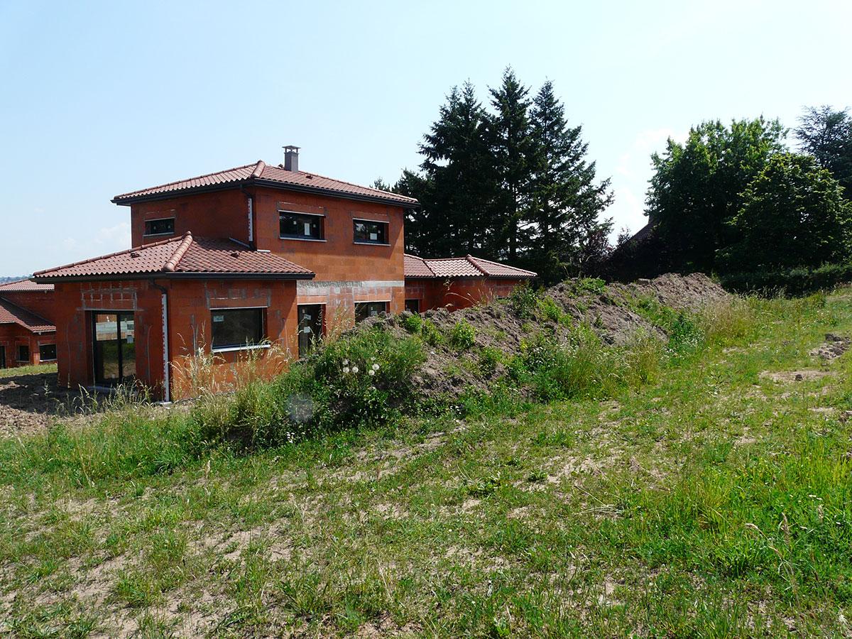 Aménagement de jardin - Construction contemporaine avec terrain brut