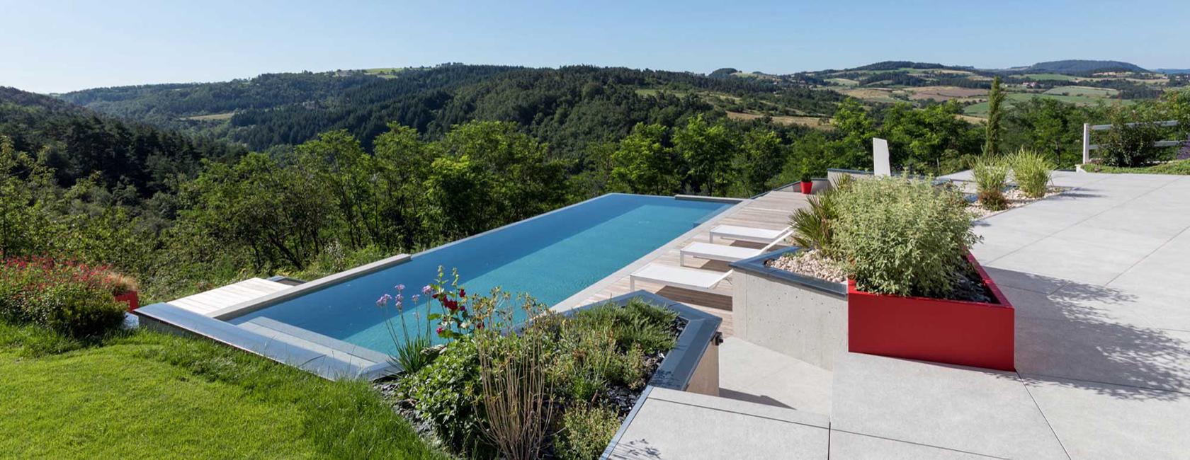 piscine PVC touch effet 3D et débordement dans un angle